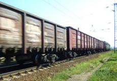 На Шепетівщині вантажний потяг наїхав на людину