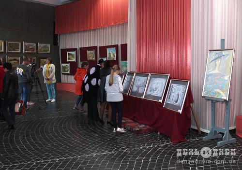 Художниця із Донецька представила виставку в Шепетівці