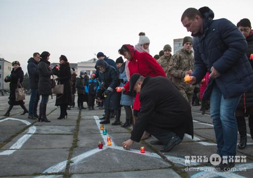 На головній площі Шепетівки засвітили герб