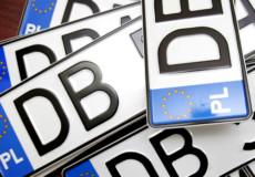 На Хмельниччині двоє молодиків, які викрадали номерні знаки з євроблях, проведуть за гратами 6 місяців