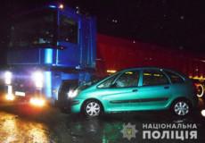 На виїзді з Шепетівки легковик не розминувся з вантажівкою