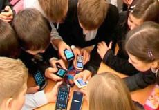 Який телефон безпечно придбати для дитини?