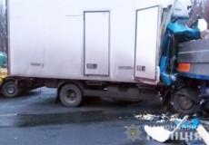 Водій припаркованого КамАЗа постраждав у подвійній ДТП