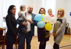 На Шепетівщині у День Святого Миколая сироти отримали квартири