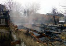 На Шепетівщині вогнеборці вправно загасили пожежу хліва