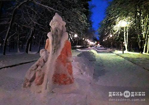 У шепетівському парку з'явилася фігура Святого Миколая