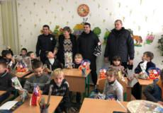 Копи принесли «миколайчики» вихованцям школи-інтеранату