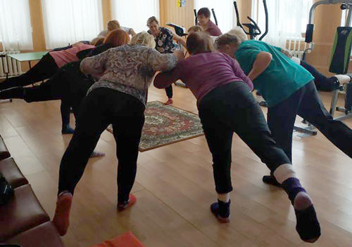 У Шепетівці пані поважного віку і творять, і тренуються, і релаксують
