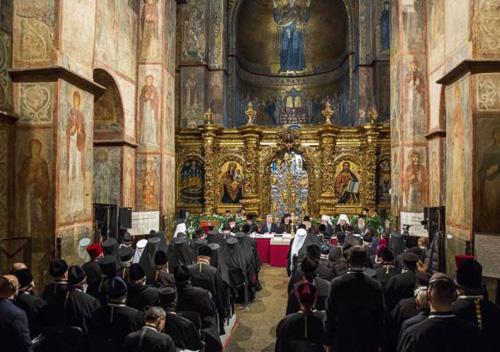 Україна повертає церкві незалежність