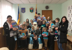 У Шепетівці діти отримали перші подарунки з «Мішка Святого Миколая»
