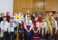 Юні колядники привітали держслужбовців району зі світлими різдвяними святами