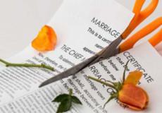 Шлюбний договір: що можна в нього записати та як його розірвати