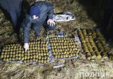 На пасовищі у Полонському районі знайшли арсенал боєприпасів