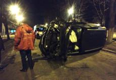 У Шепетівці в центрі міста водій не розминувся з деревом