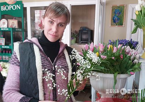 У День всіх закоханих серед шепетівчан в тренді квіти та солодощі