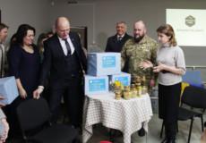 Марина Порошенко повезла з Шепетівки медовий гостинець преміум-класу