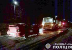 На Хмельниччині під час ДТП за участі автобусів 3 осіб отримали переломи кінцівок