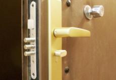У Нетішині троє малих дітей опинилися зачиненими у квартирі