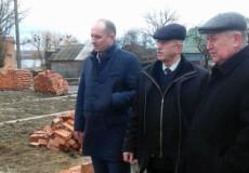 Голова Шепетівської РДА контролює будівельні майданчики Корчицької школи та амбулаторії