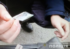 В Ізяславі поліцейські затримали таксиста-наркоторговця
