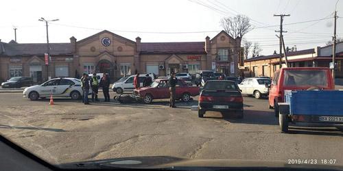 На Шепетівщині в один день двоє скутеристів опинилися під автівками