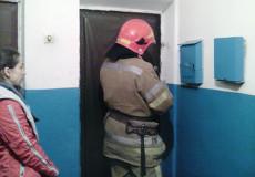 Шепетівські рятувальники відчинили двері квартири, всередині якої знаходилась жінка похилого віку