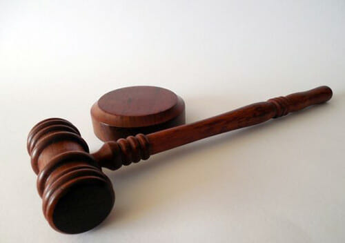 У суді двоє полончан довели, що не мають для банку сплачувати кредит батька
