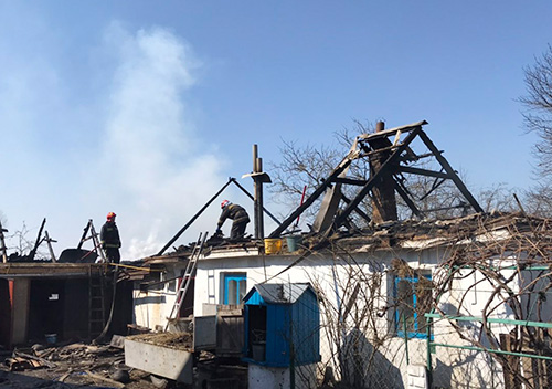 Вогнеборці Шепетівщини врятували будинок від знищення та запобігли масштабній пожежі
