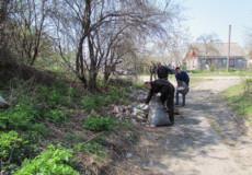 Шепетівські посадовці власноруч взялися за прибирання міста