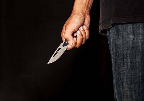 Суд ухвалив вирок пенсіонеру з Полонщини, що накинувся з ножем на дружину