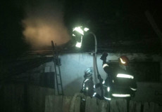 На Шепетівщині через підпал ледь не згоріла сусідня хата