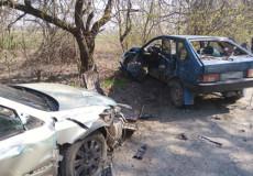 ДТП на Шепетівщині: автівка навпіл та троє постраждалих
