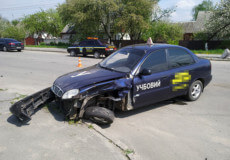ДТП у Шепетівці: авто «Ауді» не поділило дорогу з навчальним автомобілем