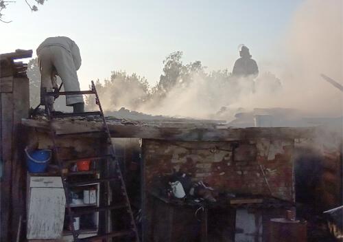 На Шепетівщині рятувальники ліквідували пожежу в господарчій споруді