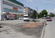 У Шепетівці розшукують добродіїв, які самотужки взялися за ремонт тротуарів