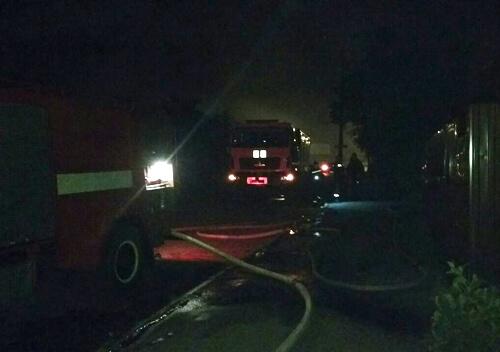 Шепетівські рятувальники під час гасіння пожежі врятували власника будинку