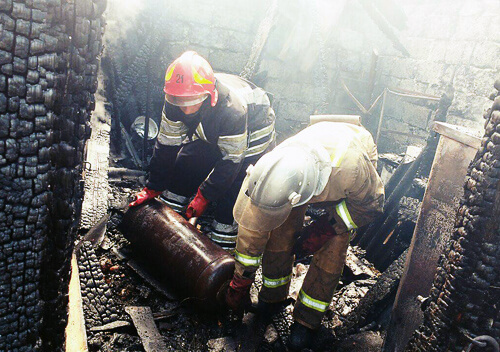 Рятувальники попередили вибух газових балонів у приватному секторі Шепетівки