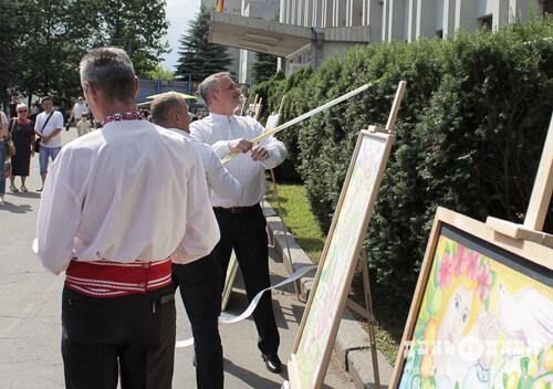 День міста у Шепетівці розпочали з відкриття дошки присвяченій річниці Магдебурзького права