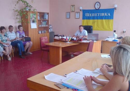 У Шепетівському районі радилися, як забезпечити житлом дітей-сиріт