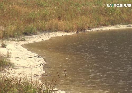 Святе озеро в Ізяславському районі міліє