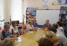 На Шепетівщині з'ясовували, чому пенсіонери вчасно не отримують субсидії через «Ощадбанк»