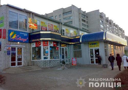 На Хмельниччині чоловік затримав зловмисника, що пограбував магазин