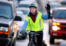 Поліція радить пішоходам та велосипедистам мати на одязі світловідбиваючі елементи