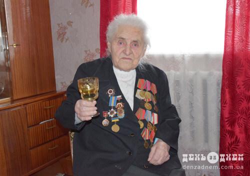 У 90 років шепетівчанка пам'ятає, як стояла на «шухері» в партизанів