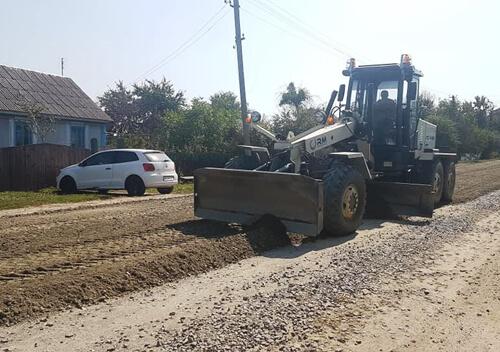 Стартував ремонт дороги між віддаленими селами Шепетівщини
