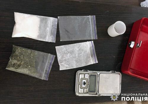 Хмельничанин у гаражі зберігав наркотиків майже на 200 тисяч гривень