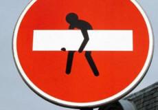 Навіщо зловмисники поцупили дорожні знаки?