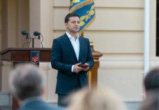 Президент Зеленський нагородив рятівника двох дітлахів із Хмельниччини