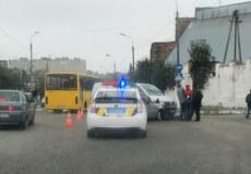 Біля магазину «Гарант» у Шепетівці зіткнулися мікроавтобус та легковик