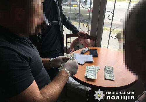 На Хмельниччині за вирішення земельного питання екс-посадовець вимагав 2500 доларів США